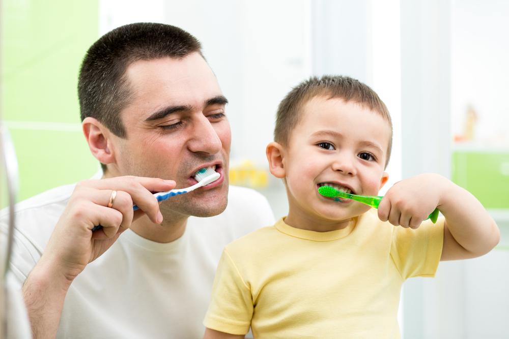 Cara Menyenangkan Ajarkan Sikat Gigi pada Si Kecil