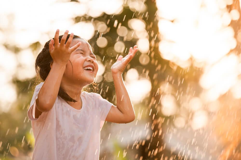 Manfaat Anak Main Hujan-Hujanan