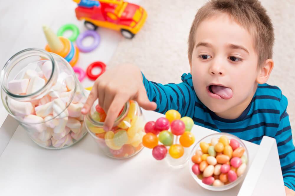 Makanan atau Minuman yang Dapat Merusak Gigi Balita