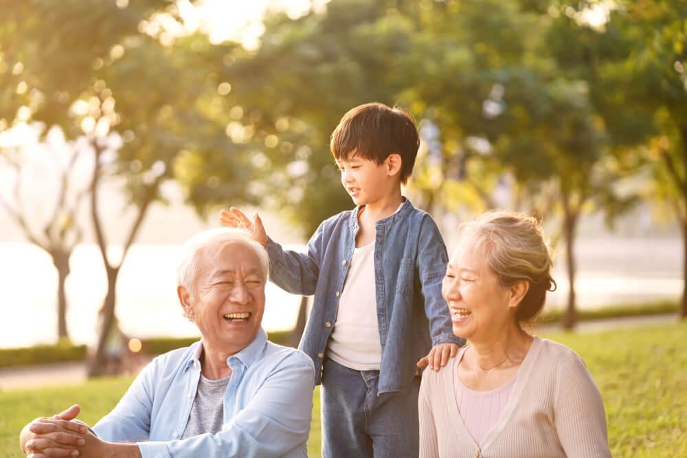 Kiat Melibatkan Kakek dan Nenek dalam Kehidupan si Kecil