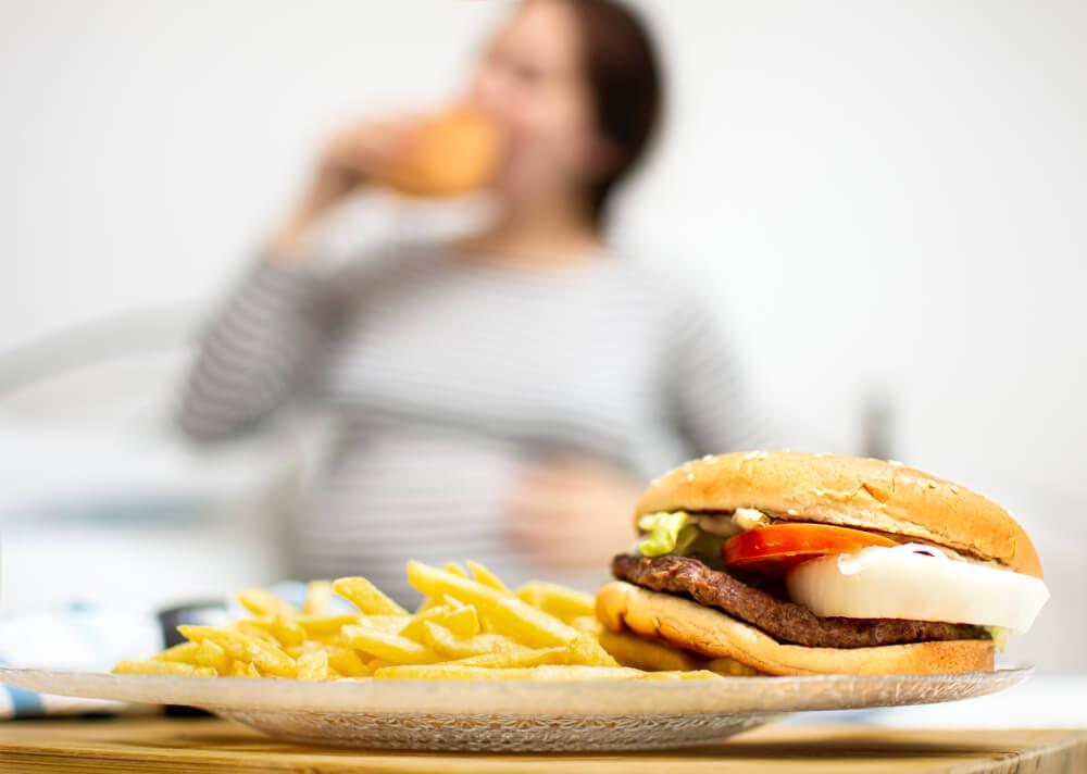 Ingin Kehamilan Sehat? Hindari Jenis Makanan ini