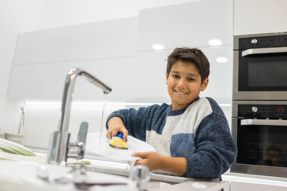 Pekerjaan Rumah Tangga untuk Anak Laki-Laki