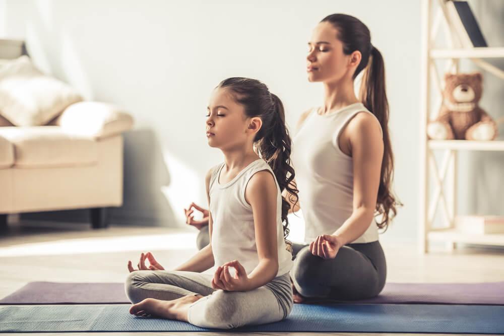 6 Ide Olahraga Bersama Anak di Rumah
