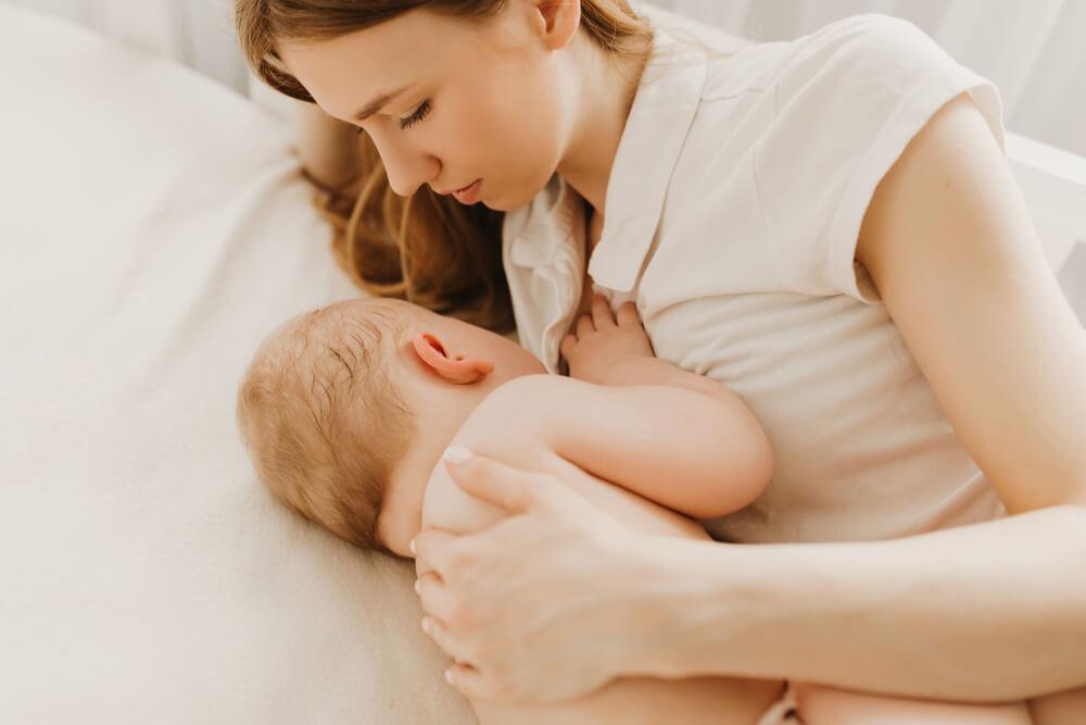 Manfaat Menyusui Secara Psikologis bagi Moms dan si Kecil