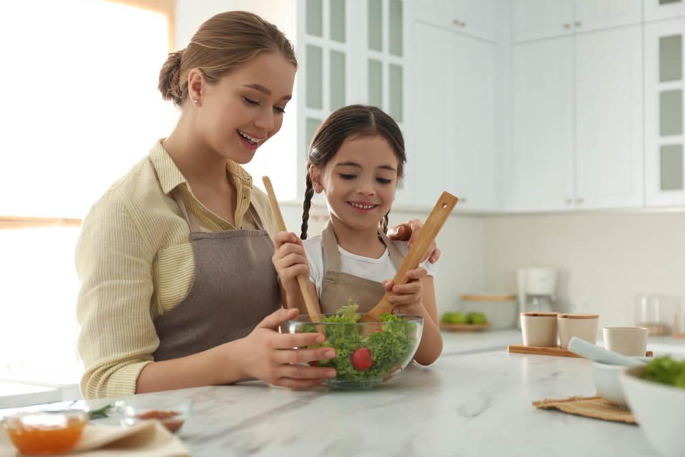 Menu Makanan Mudah Saat Masak Bersama Anak