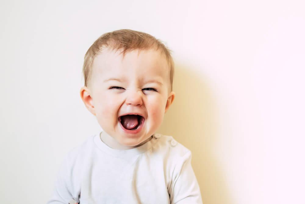 Perkembangan Bayi Usia 9 Bulan yang Moms Wajib Tahu