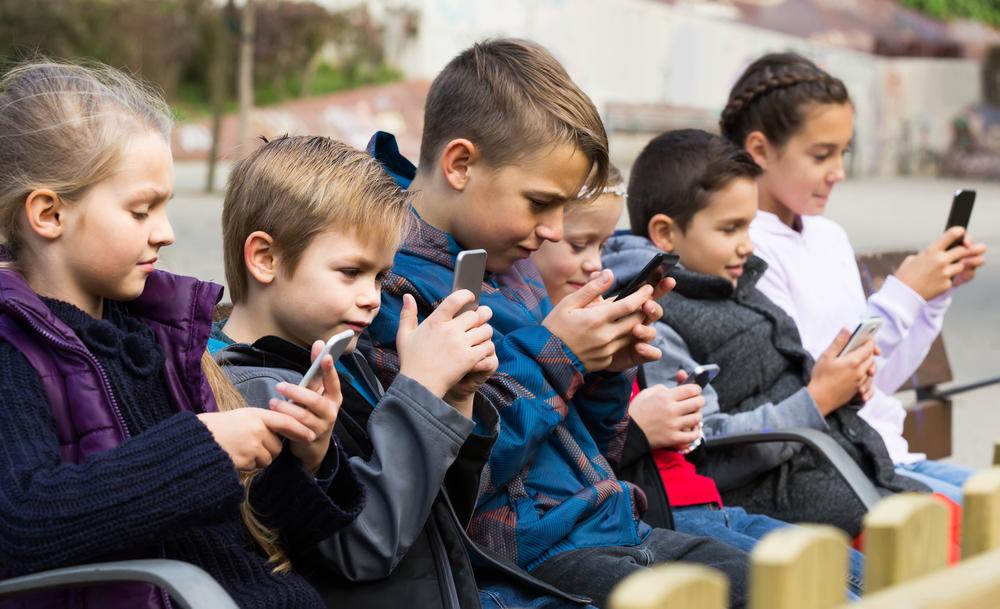 Bahaya Gadget pada Anak