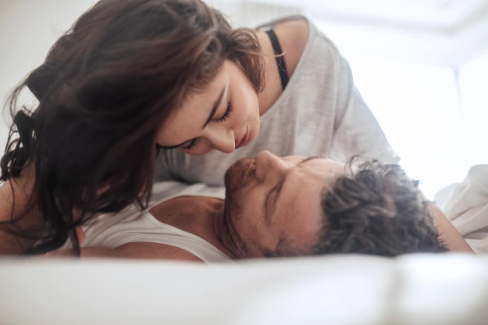 Ingin Pernikahan Bergairah? Yuk, Hobi Ciuman