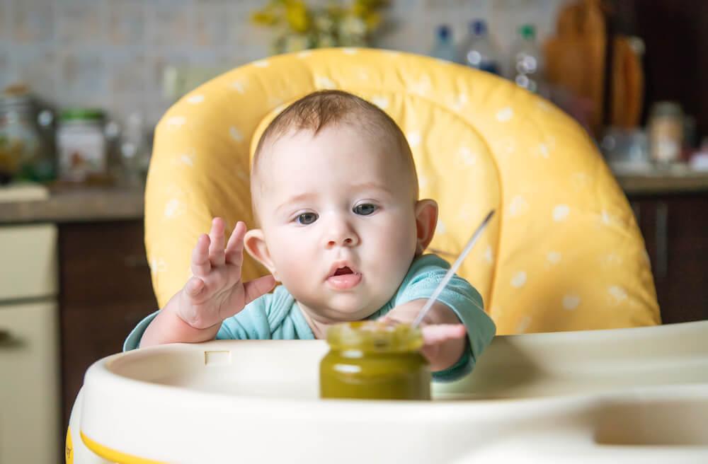 Bayi Menolak Makanan Padat? Coba Strategi Ini