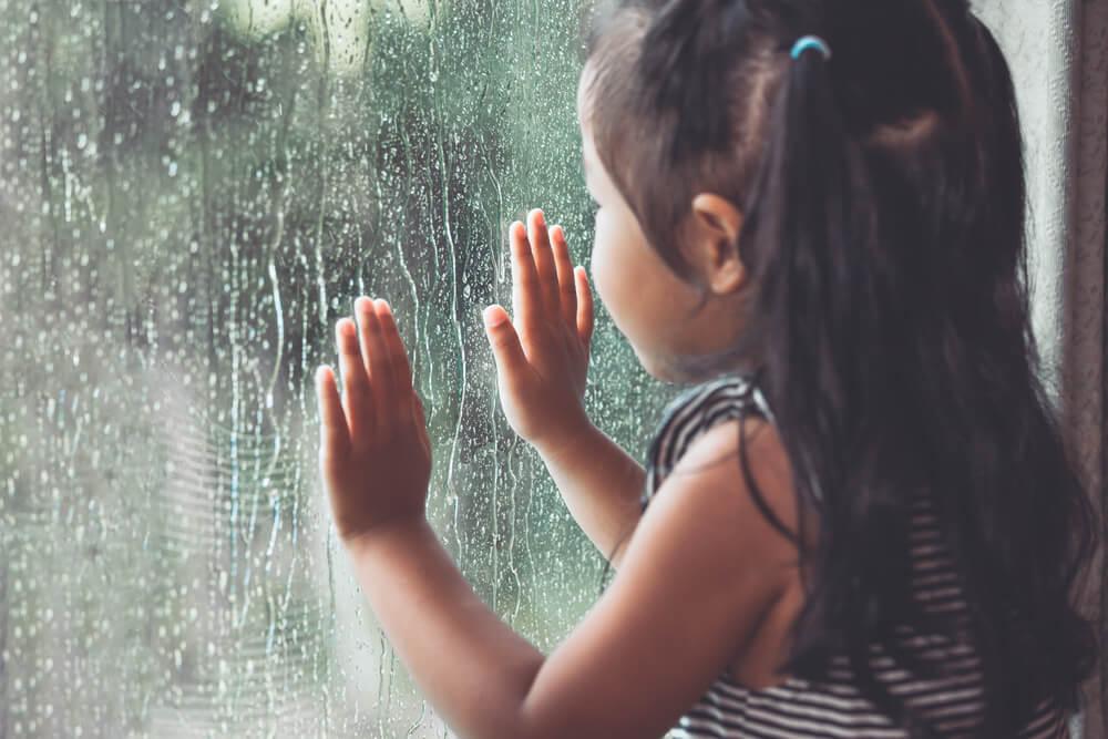 7 Tip Agar Anak Tetap Sehat Selama Musim Hujan
