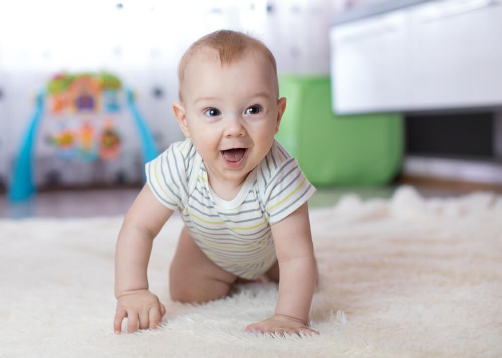 3 Cara Stimulasi Bayi Merangkak