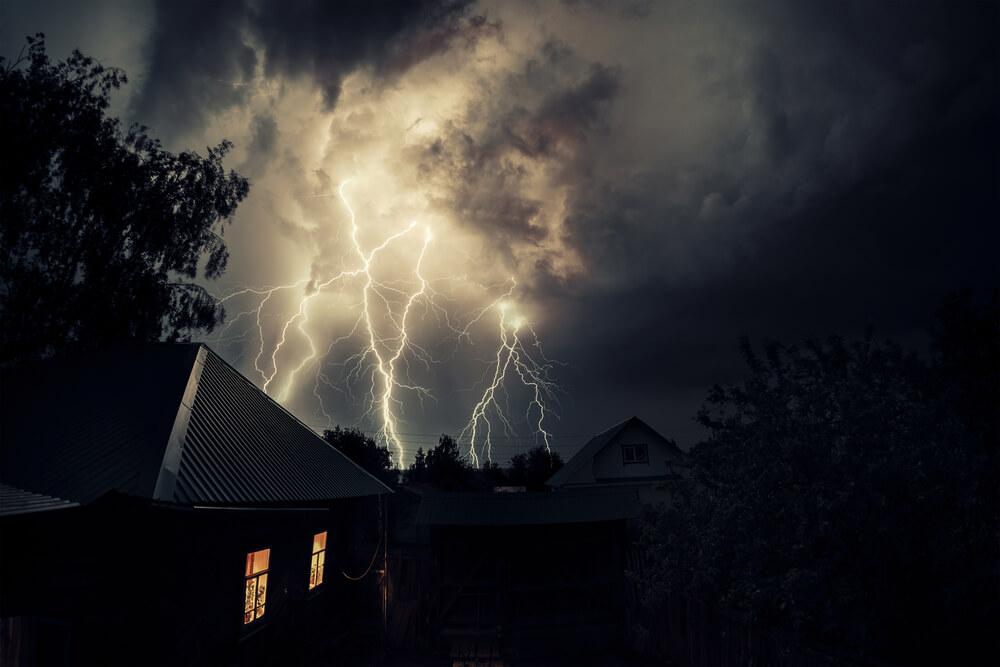 Panjatkan Doa Ini Ketika Mendengar Petir dan Turun Hujan