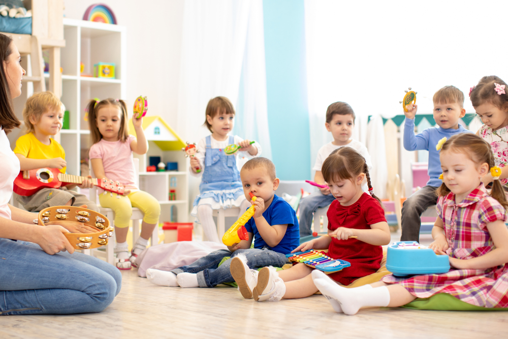 Daycare VS Nanny, Mana Lebih Baik?