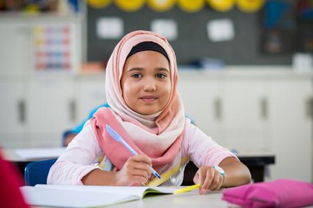 Tips Mengenalkan Hijab pada Anak