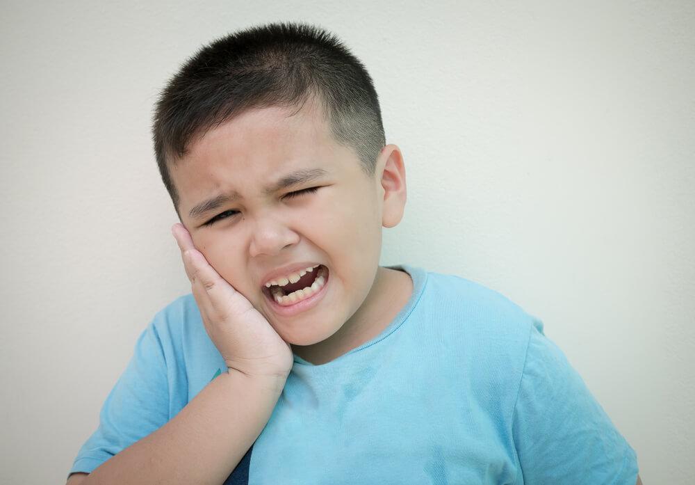 3 Kebiasaan yang Merusak Gigi Anak