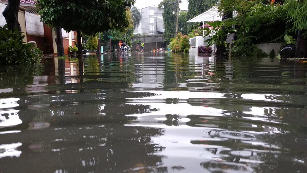 Cara Lindungi Anak dari Dampak Banjir
