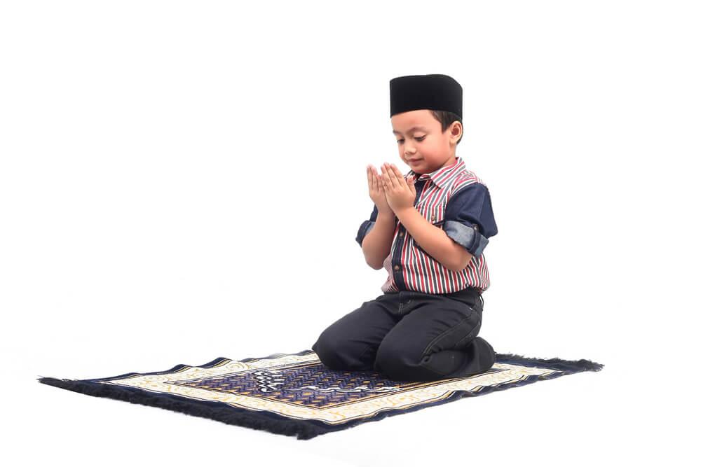 Menjelaskan Shalat Tarawih pada Anak