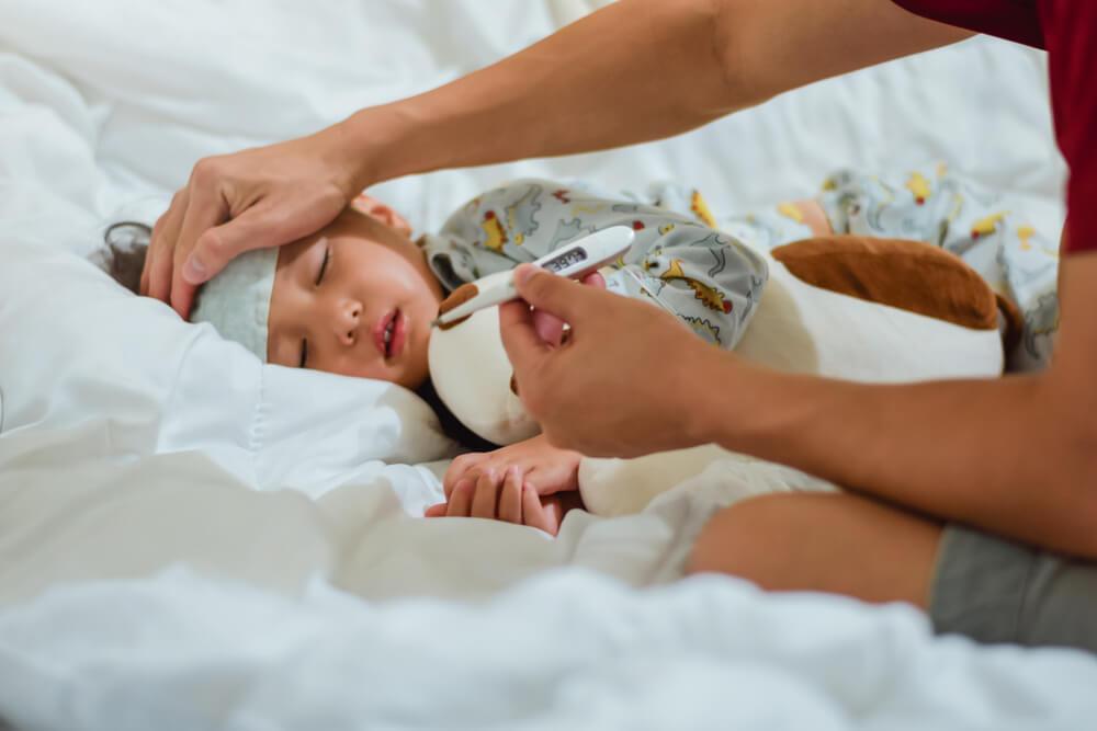 Anak Demam Hanya di Malam Hari, Kenali Penyebabnya