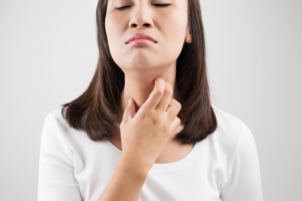 Tak Hanya Batuk, Ini Penyebab Tenggorokan Gatal