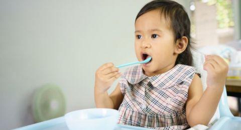 Manfaat Memasukkan Benda ke Mulut pada Bayi
