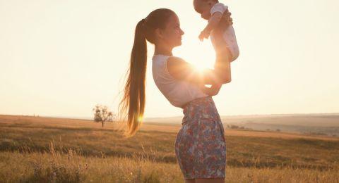 Tiga Manfaat Menjemur Bayi di Pagi Hari