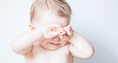 Selain Ngantuk, Ini Sebab Bayi Mengucek Mata