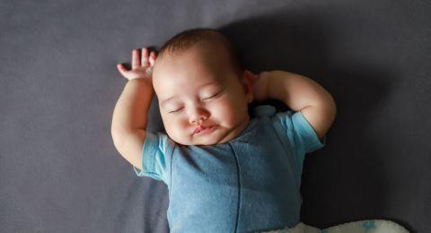 Pola Tidur Bayi Usia 4 - 6 Bulan, Atasi Rewel di Malam Hari