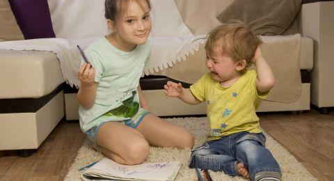 Tip Menghadapi Anak Bertengkar Saat Belajar di Rumah