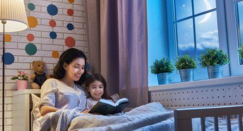 Manfaat Membacakan Dongeng Sebelum Tidur