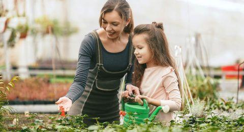 7 Tip Mengajarkan Anak untuk Mencintai Bumi danLingkungan