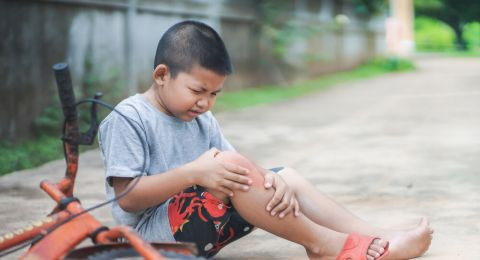 Tip Mencegah Anak Cidera Saat Bermain