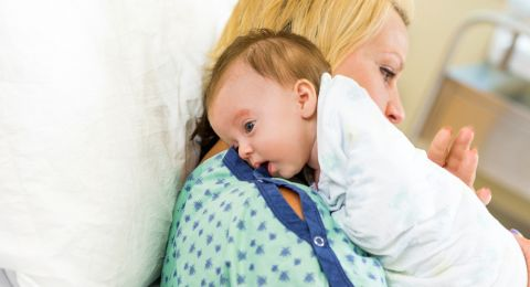 Tip Menyendawakan Bayi
