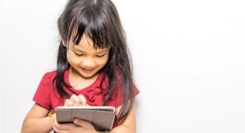 Mengajarkan Anak Bijak Bermedsos
