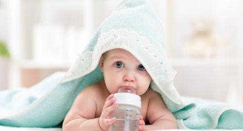 Amankah Bayi Minum Air Putih?