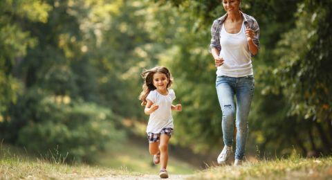 Tip Membiasakan Olahraga untuk Anak Kurang Aktif